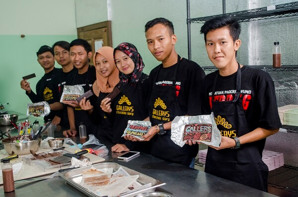 chocolate making class for community by Gallerys Chocolate 4